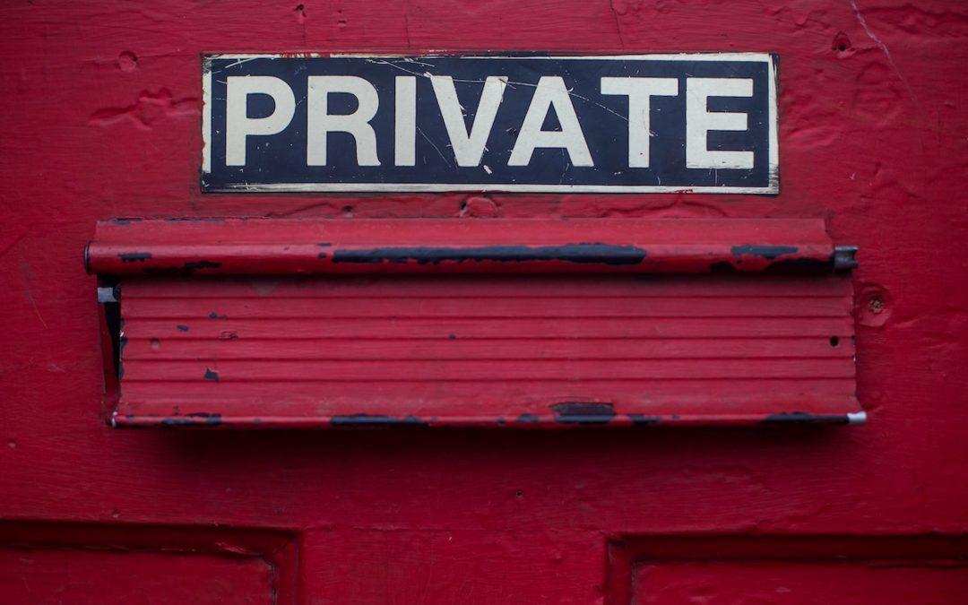 Was tun mit dienstlichen E-Mails bei längerer Abwesenheit oder Ausscheiden?
